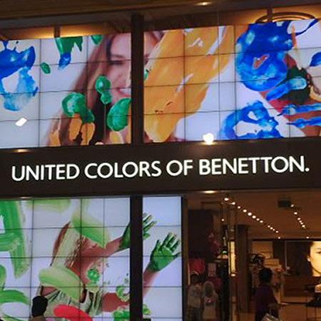 Strutture negozi Benetton Cortina e Bolz...