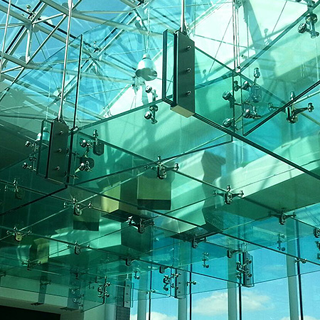 Installazione passerella vetrata presso ...