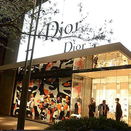 Strutture vetrate presso i Negozi Dior -...